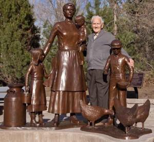 Ross & Pioneer Woman Statue
